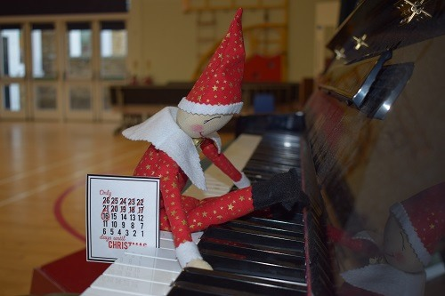 Elf-on-the-shelf-Parsons-Green-Prep-SW6-London-UK-Christmas-education-piano-1