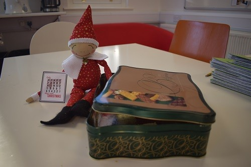 Elf-on-the-shelf-Parsons-Green-Prep-SW6-London-UK-Christmas-education-staff-room-1