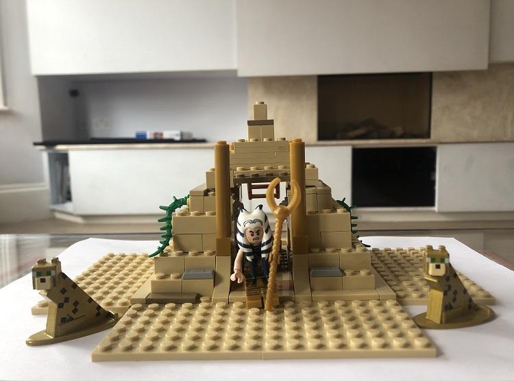 Lego pyramid model
